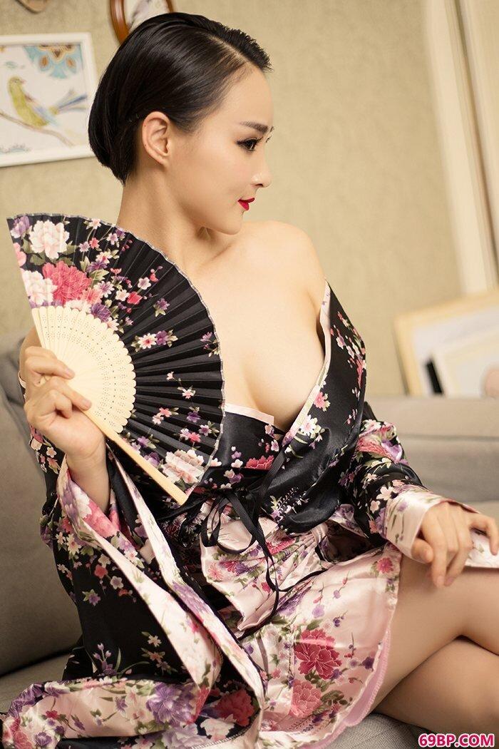 丝袜姐姐周夕爱肥臀美乳秀色可餐_西西人体动态中国正板