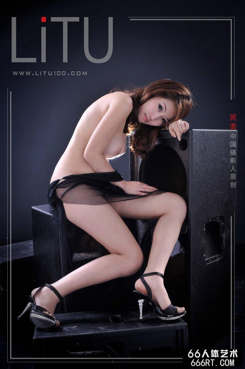 柳州莫菁双人高清彩炮_推女神嫩模佳佳室拍黑纱下的白嫩人体
