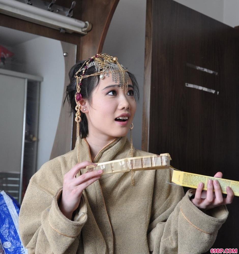 靓女李雪室拍古典美体_三点泳衣