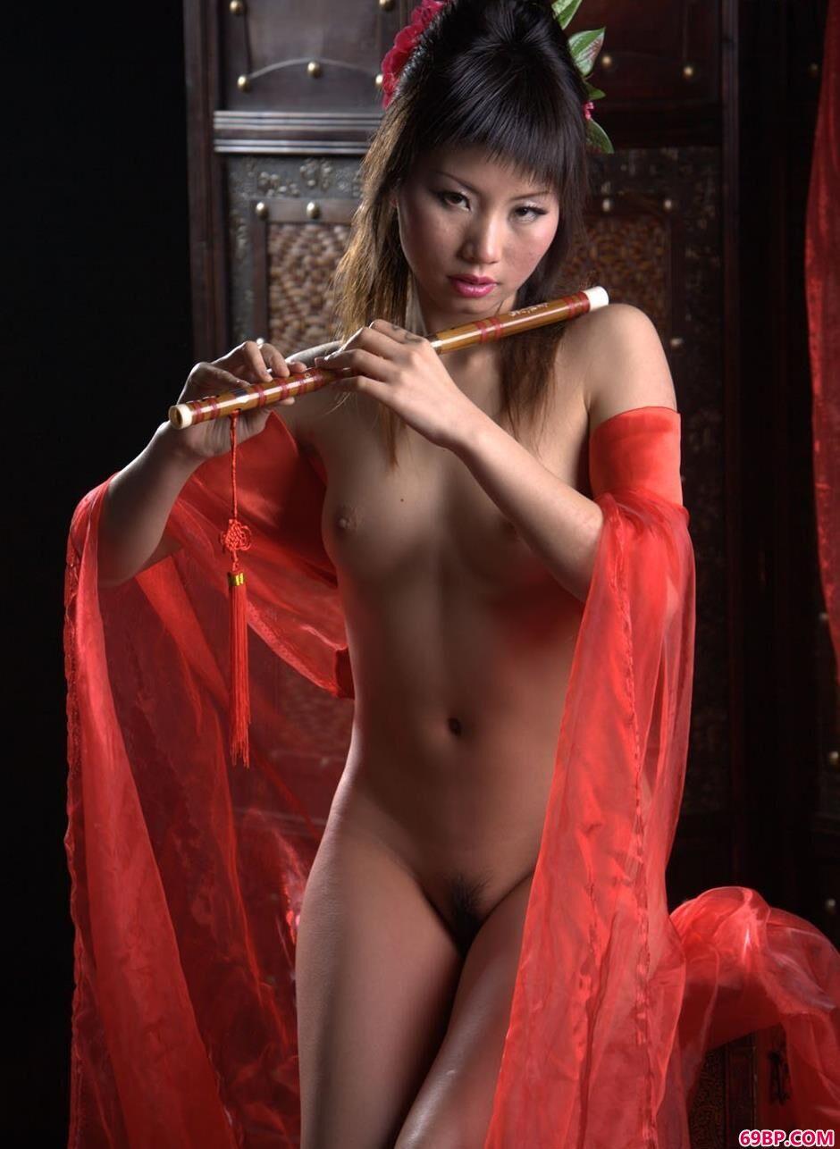 美模莎莎屏风前的乐器人体_薛婧闺魅