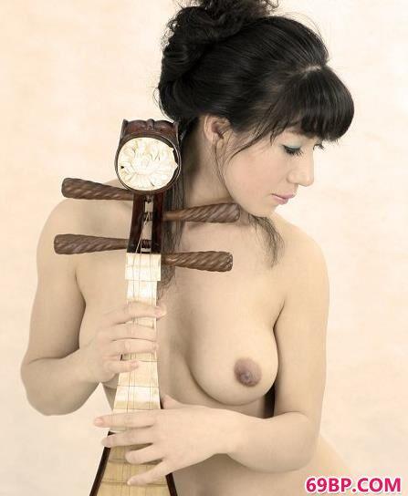 女人人体艺求西西_嫩模扬扬室拍古典人体艺术