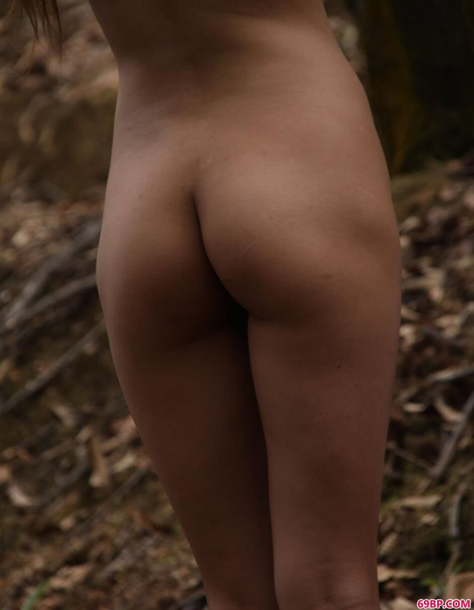 收获的季节丛林里的蓝依2