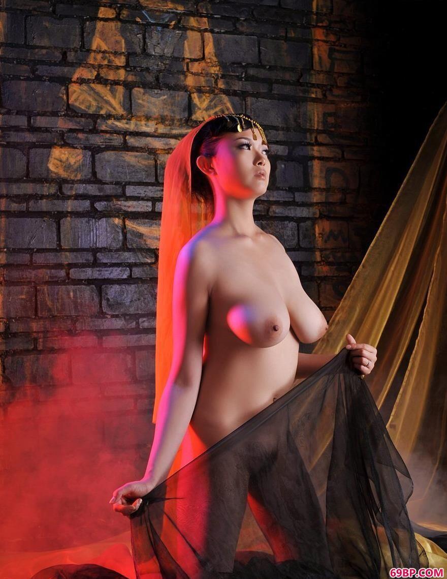 丰润迷人的嫩模冰漪2_欧美美女艺术照