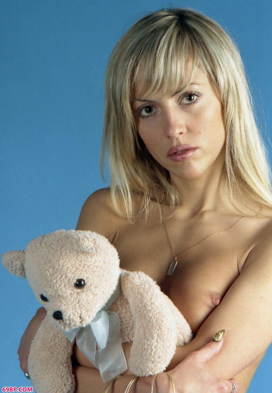 成熟妇女性成熟妇女性色_超模Anfisa室拍小熊乖巧人体