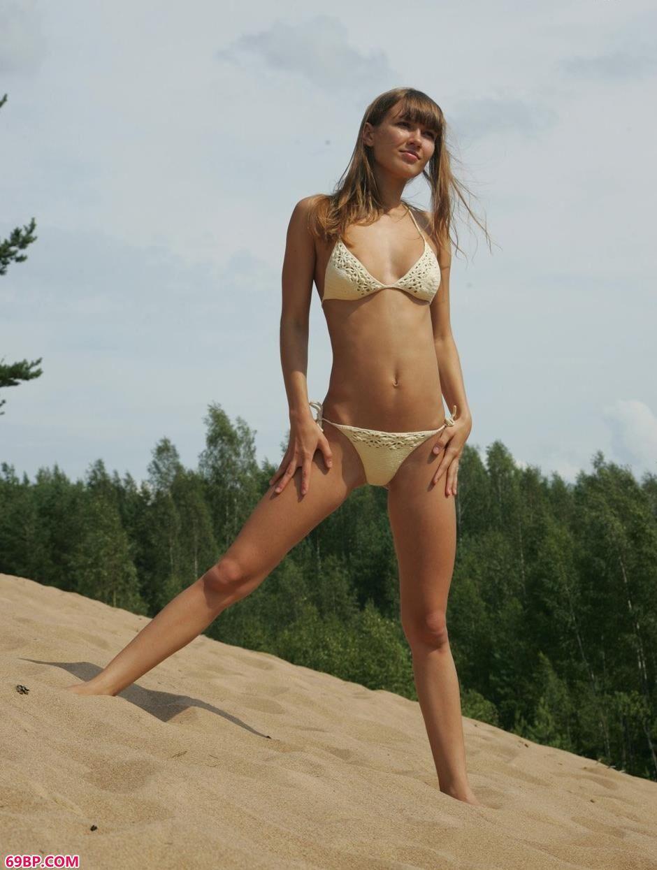 名模安吉拉Angela沙滩上的甜美人体_双人体