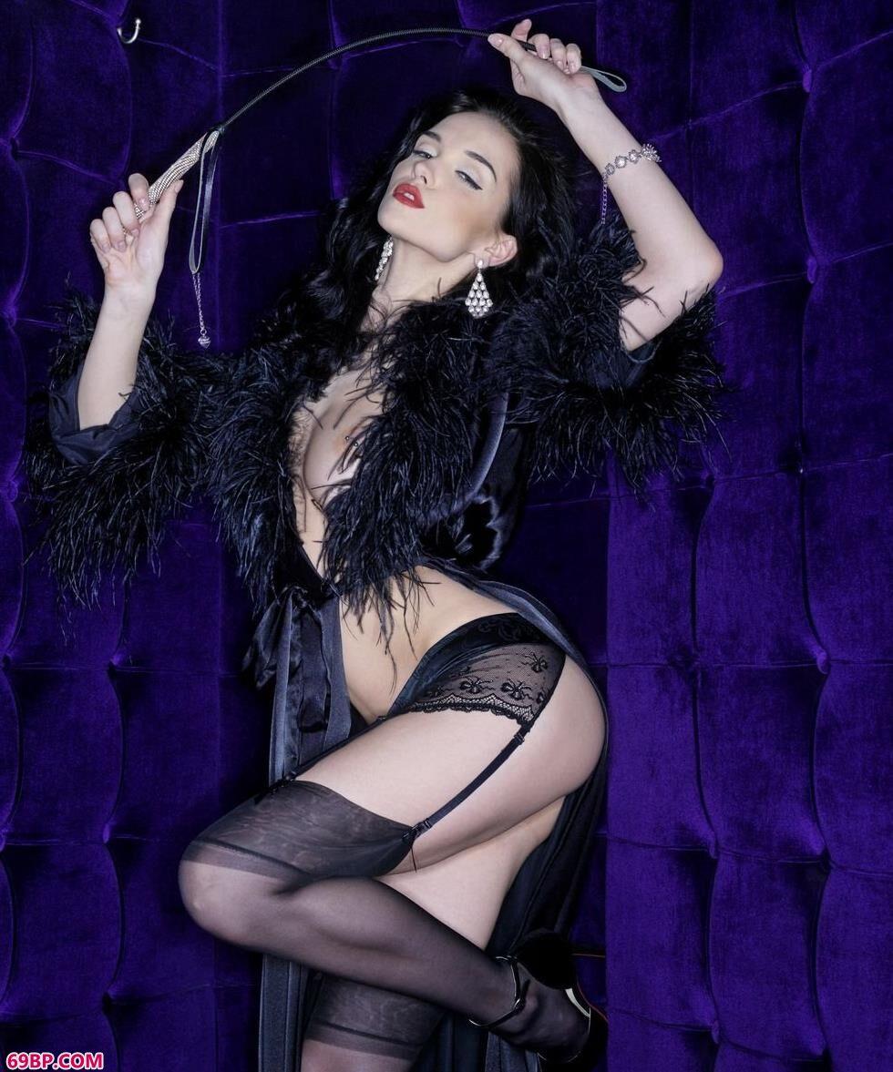 名模Jenya写真棚里的SM女王,碎花内衣裤人体艺术
