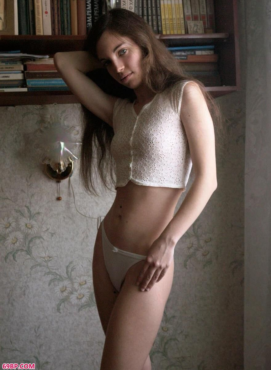 外国名模屋内图片2_乌克兰?eS免费