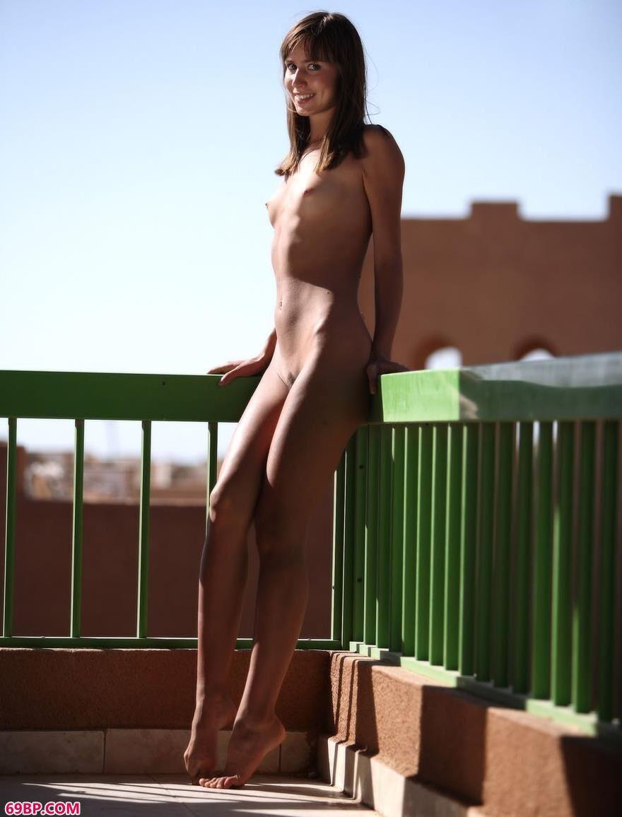 名模Alizeya人体绿洲1_美女爆乳图片