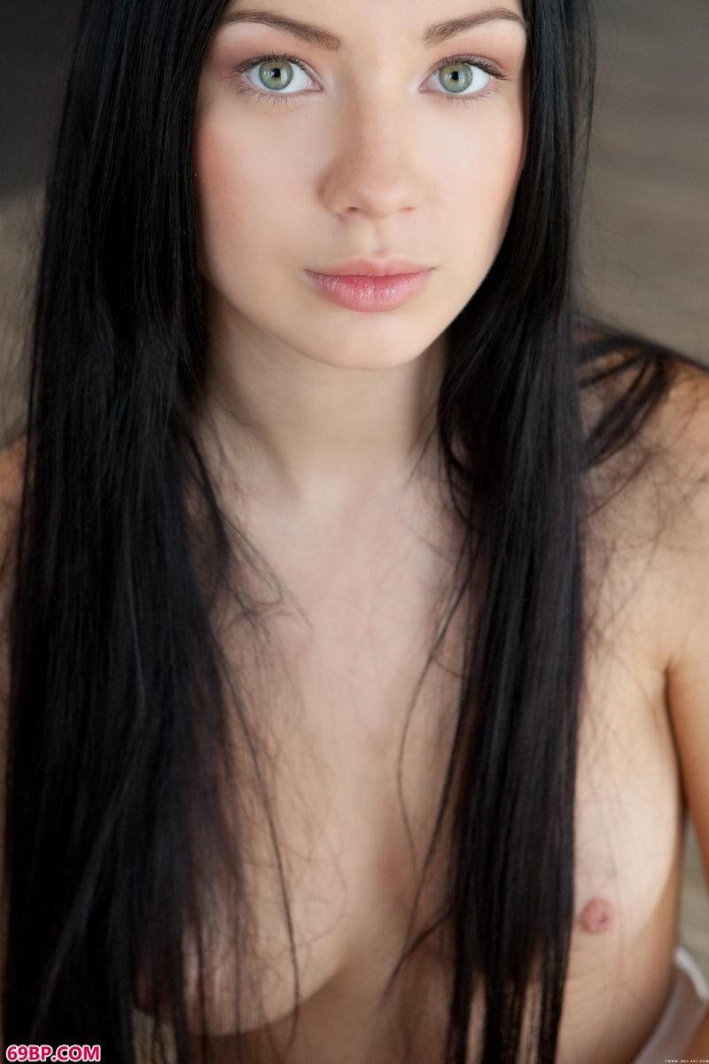 黑发披肩靓妹超模无圣光展示_337p亚洲人术艺术