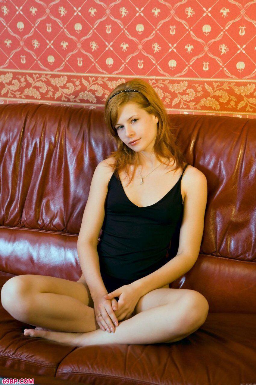 已满20岁的凯娜蕊初拍人体_大胆国模展阴部人体艺术