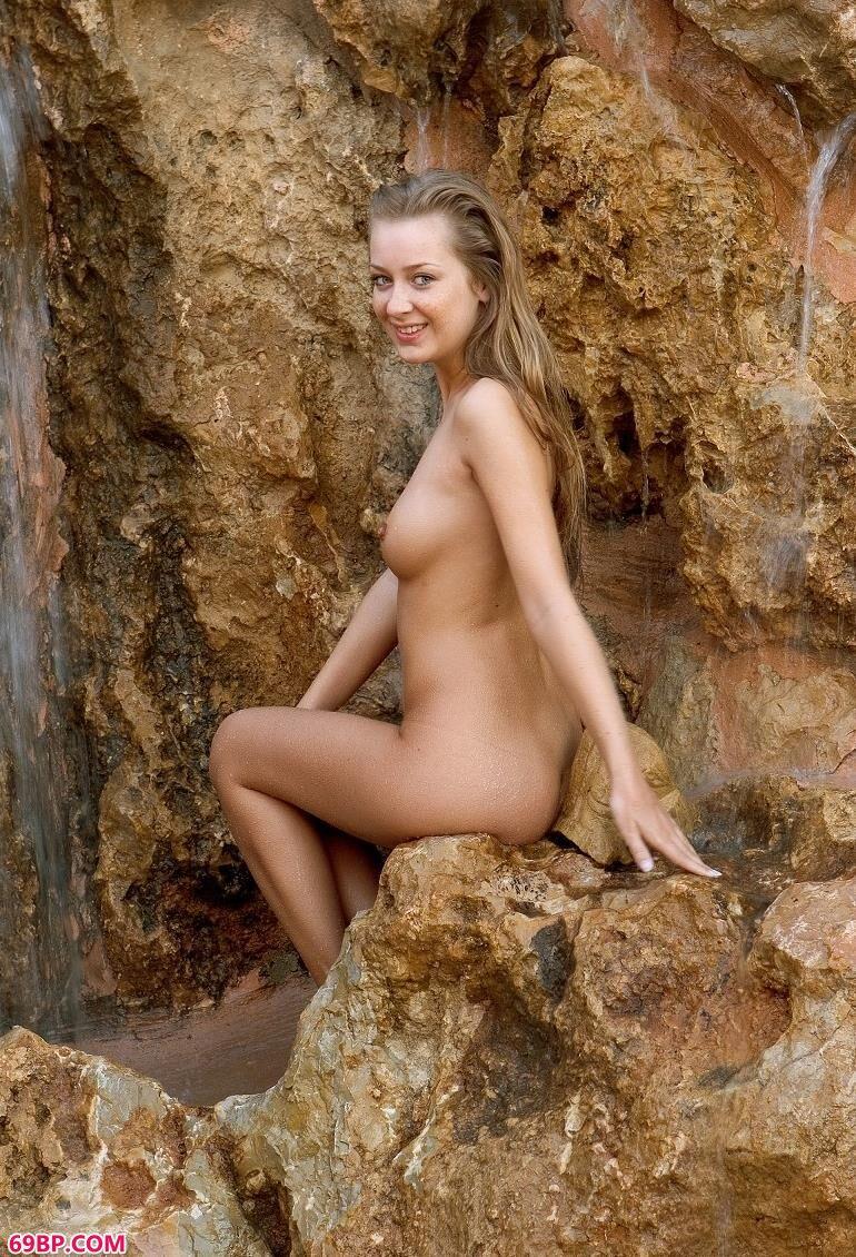 天然浴场的俄罗斯人体艺术