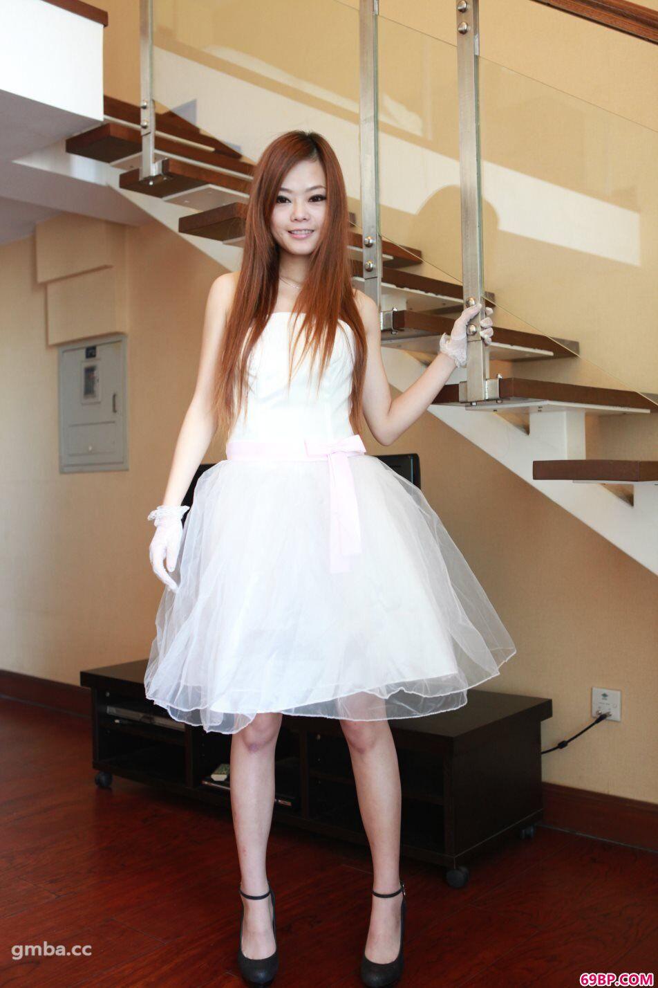 超模小雅约拍靓女新娘人体图片