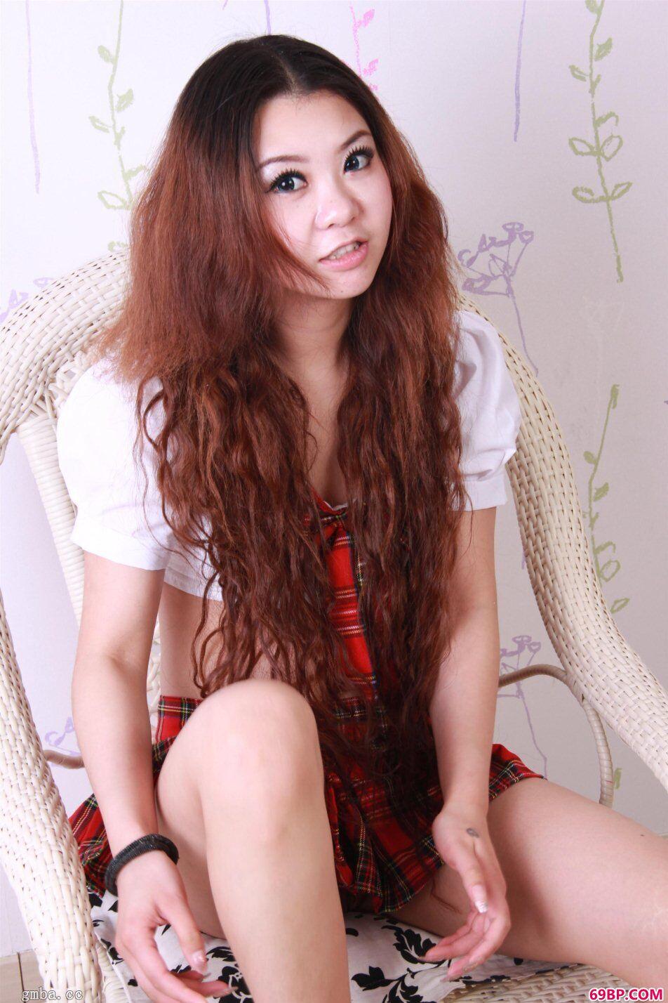 长头发超模四眼学生妹雅雅约拍装裙下风采人体照,gogo人体大胆艺术视频