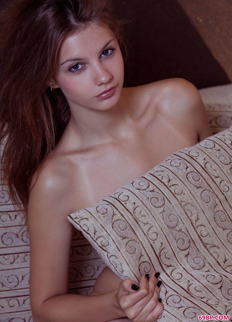 让人无比惬意的女生E美女a_大胆人体艺术图片