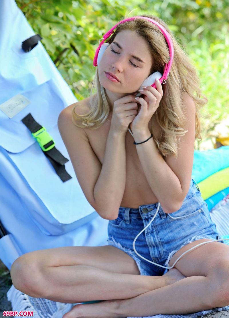 下一篇粉嫩极品18P_唱响夏日裸模LolaKrit