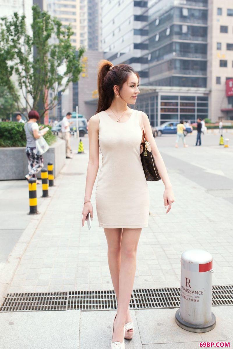 无下限的95后靓妹赵惟依_66美女人体