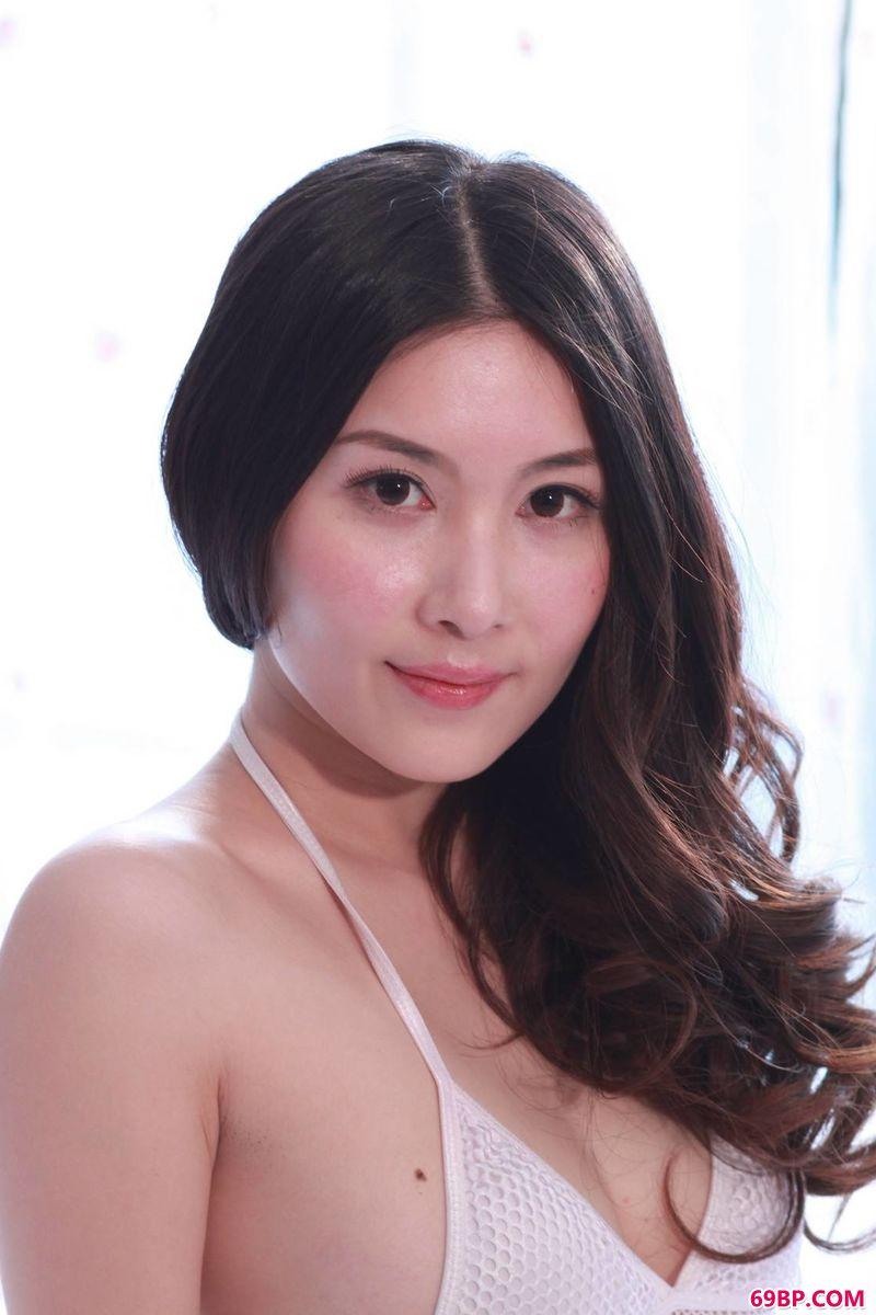 裸模张薇干净利落的写真,gogo美女人体全清