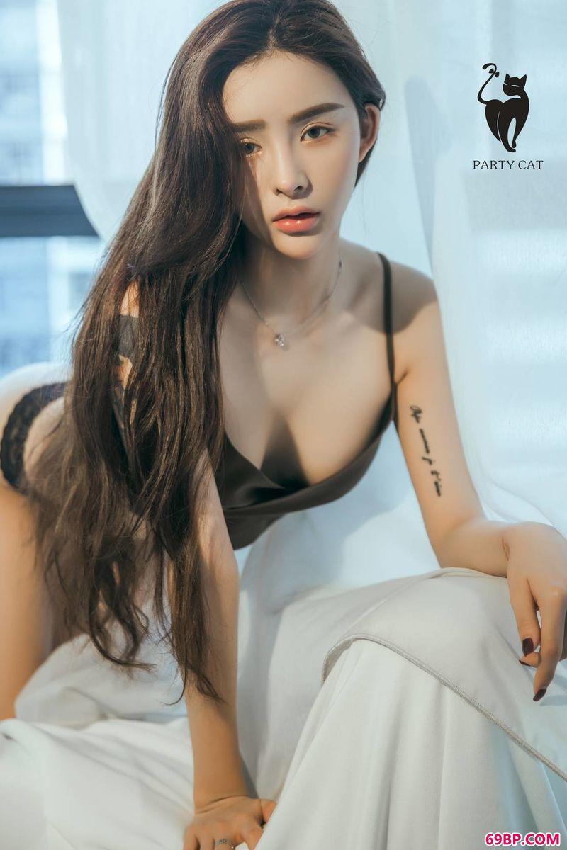 俏皮纹身女郎艺术合辑_人体外拍